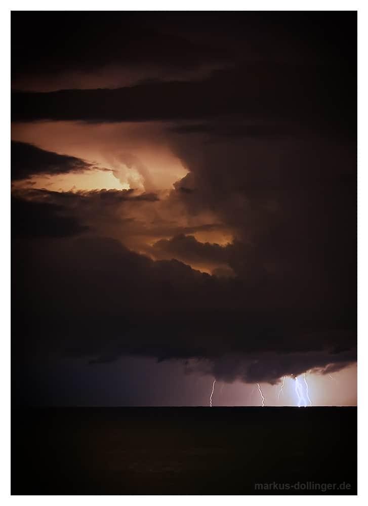 Blitze über dem Meer bei Rhodos